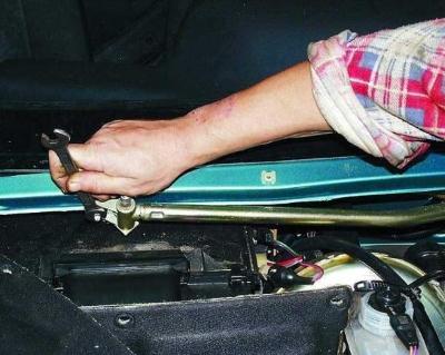Замена и ремонт стеклоочистителей (трапеции, щеток, моторчика)