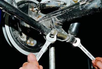 Замена задних и передних амортизаторов